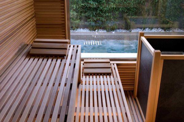 sauna-di-legno-con-finestra